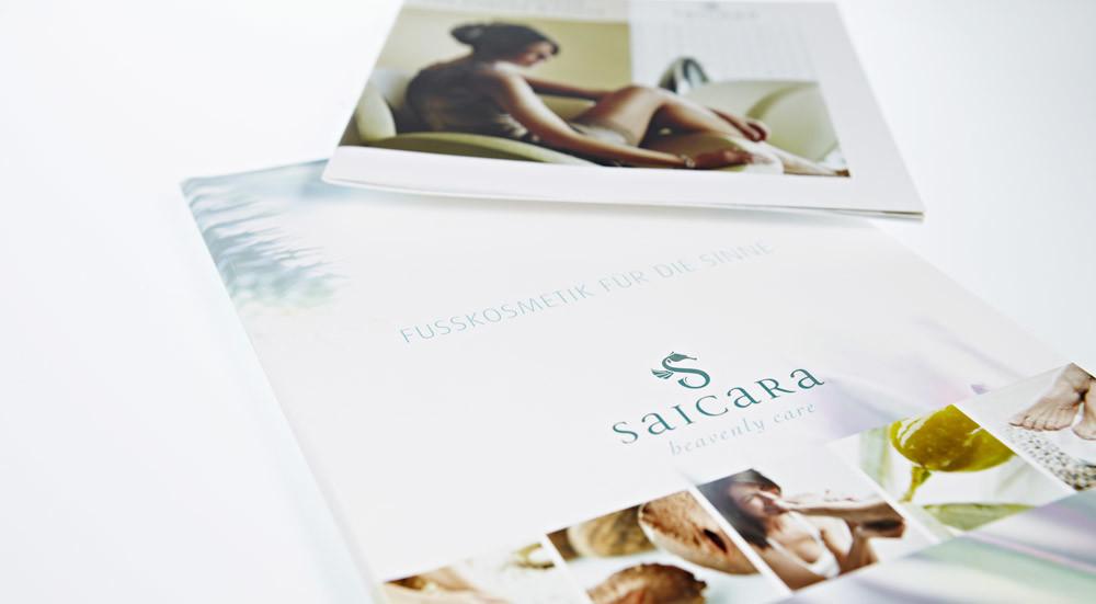 Ausgelegte Saicara Broschueren